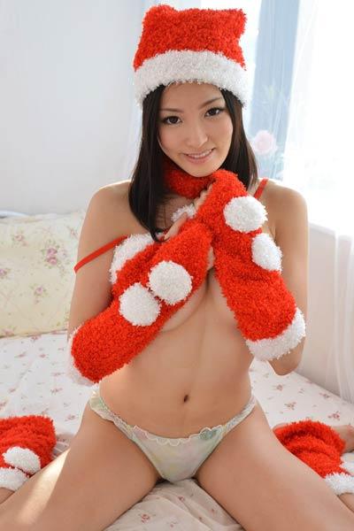 Model Ai Yuzuki in Santas Little Helper