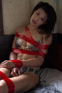 Model Tomomi Takano in Kiwi Treat